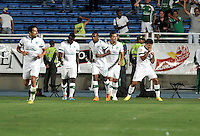 CALI- COLOMBIA -22 -01-2014: Losjugador de Deportivo Cali, celebran el gol anotado durante partido de ida por la Super Liga 2014, en el estadio Pascual Guerrero de la ciudad de Cali. / The players of Deportivo Cali, celebrate a goal scored during the match between Deportivo Cali and Atletico Nacional for the first leg of the Super Liga 2014 at the Pascual Guerrero Stadium in Cali city. Photo: VizzorImage  / Luis Ramirez / Staff.