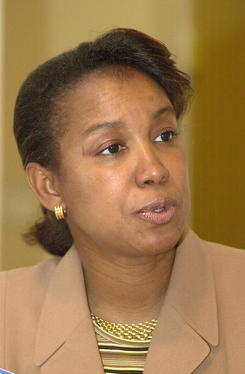 RC20000314-109-TW: March 14, 2000: Candidate Jennifer Carroll (FLA) speaks to reporters..      Tom Williams/Roll Call.