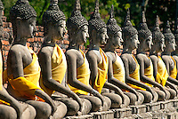 A rectangular gallery encircles the main chedi at Wat Yai Chai Mongkhon. Along the inner wall of the gallery are rows of Buddha images on decorated bases. These rows of Buddha statues were recently sculpted in order to replace those that collapsed over time.