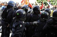 Roma, 12 Aprile 2012.Ministero del Lavoro.Via Fornovio.Manifestazione degli operai Sirti contro i licenziamenti..I carabinieri caricano e respingono con i manganelli i lavoratori