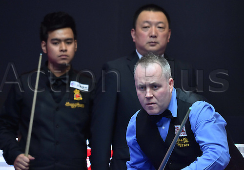 01.04.2016. Beijing, China.  John Higgins (Front) of Scotland prepares to take a shot during the match against Noppon Saengkham of Thailand at the 2016 World Snooker China Open in Beijing, capital of China, April 1, 2016.