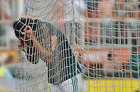 ATENÇÃO EDITOR: FOTO EMBARGADA PARA VEÍCULOS INTERNACIONAIS - SÃO PAULO, SP, 16 DE SETEMBRO DE 2012 - CAMPEONATO BRASILEIRO - PALMEIRAS x CORINTHIANS: Valdivia durante partida Palmeiras x Corinthians, válida pela 25ª rodada do Campeonato Brasileiro no Estádio do Pacaembú. FOTO: LEVI BIANCO - BRAZIL PHOTO PRESS