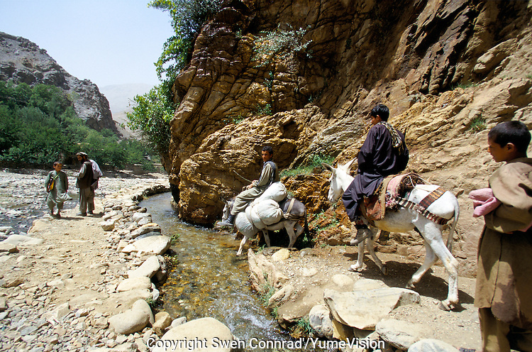 A day of climbing from the Khenj Village to reach the emeralds mine in the heart of Afghanistan