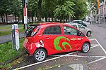 Nederland, Utrecht, 24-08-2011. Een huurauto van GreenWheels wordt opgeladen aan het oplaadpunt aan de Maliebaan in Utrecht. Foto: Gerard Til/Hollandse Hoogte