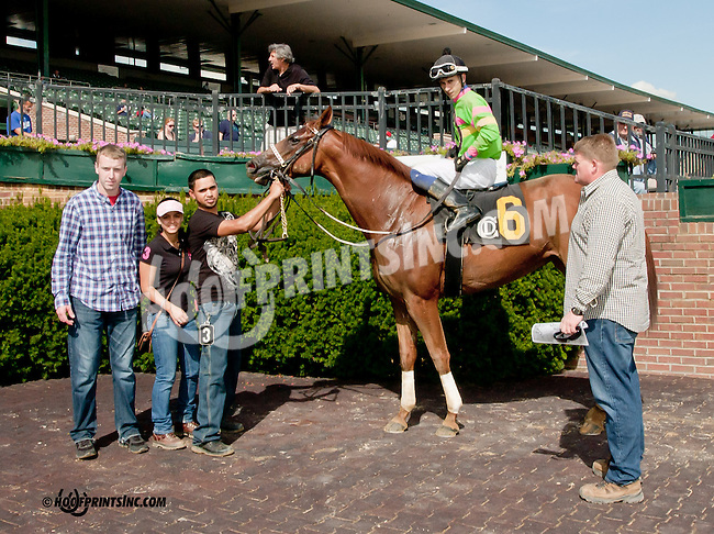 Lucky Lady Lawyer winning at Delaware Park on 9/26/13