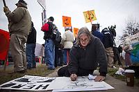 JL10 FORT MEADE (EE.UU.), 17/12/2011.- Una persona hace un dibujo del soldado estadounidense Bradley Manning, acusado de filtrar miles de documentos secretos de EEUU a WikiLeaks, durante el segundo día de la audiencia que se celebra contra él en Fort George Meade (Maryland, EE.UU.) hoy, sábado 17 de diciembre de 2011. EFE/Jim Lo Scalzo.