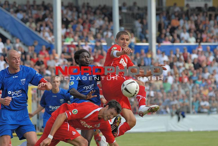 DFB Pokal 2009/2010,  1. Hauptrunde,  BSV Kickers Emden vs. 1. FC KŲln,  Yussef Mohemedl (KŲln #3 LIB) am Ball gegen S. Famemo (Emden #11) unten Kevin Pezzoni 8(kŲln #17), links Holger Willms (Emden #13) <br /> <br /> <br /> Foto &copy; nph (  nordphoto  )<br /> <br />  *** Local Caption *** <br /> Fotos sind ohne vorherigen schriftliche Zustimmung ausschliesslich fŁr redaktionelle Publikationszwecke zu verwenden.<br /> <br /> Auf Anfrage in hoeherer Qualitaet/Aufloesung