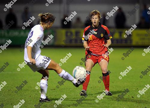 2011-10-26 / Voetbal / kwalificatie EURO 2013 Dames / België - Noorwegen / Lien Mermans (r) met Mienna..Foto: Mpics