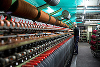 Harris Tweed Hebrides, the award-winning company based at Shawbost on the west coast of the Isle of Lewis, now accounts for around 90 per cent of Harris Tweed production. Export everywhere.  Harris Tweed Hebrides produce circa il 90% di tutto il tweed esportando in tutto il mondo<br /> Filatoio, un operaio al lavoro