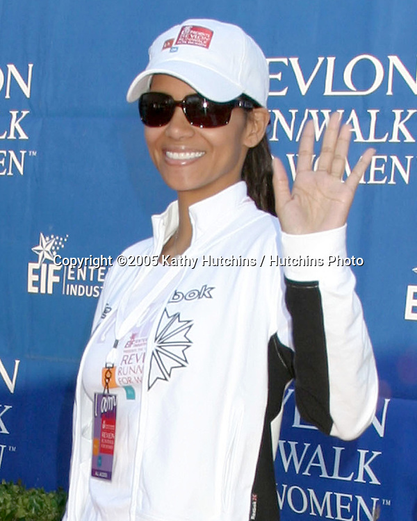 Halle Berry.Revlon Run/Walk for Women.Los Angeles,  CA.May 7, 2005.©2005 Kathy Hutchins / Hutchins Photoi