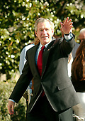Washington, D.C. - November 25, 2006 -- United States President George W. Bush waves to photographers after he and and first Lady Laura Bush arrived on the South Lawn of the White House after spending the Thanksgiving Day week-end at Camp David on Saturday, November 25, 2006.  <br /> Credit: Ron Sachs - Pool