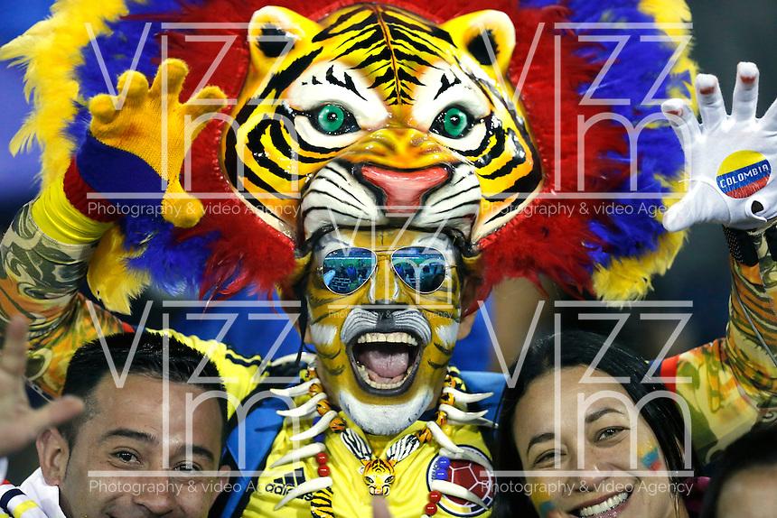 SANTIAGO DE CHILE- CHILE - 17-04-2015: Hinchas de Colombia, animan a su equipo, durante partido Colombia y Brasil, por la fase de grupos, Grupo C, de la Copa America Chile 2015, en el estadio Monumental en la Ciudad de Santiago de Chile. / Fans of Colombia, cheer for their team during a match between Colombia and Venezuela for the group phase, Group C, of the Copa America Chile 2015, in the El Teniente stadium in Rancagua city. Photos: VizzorImage /  Photosport / Andres Piña / Cont.