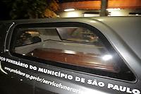 SAO PAULO, SP, 03.04.2015 - MORTE FILHO DO GOVERNADOR / SAO PAULO - Carro da funerária sai do IML central com o caixão do  filho mais novo do governador.  O filho do governador de são paulo morreu na tarde desta quinta-feira,02, após sofrer acidente de helicóptero em Carapicuíba na grande São Paulo. (Foto: Fernando Neves/ Brazil Photo Press).