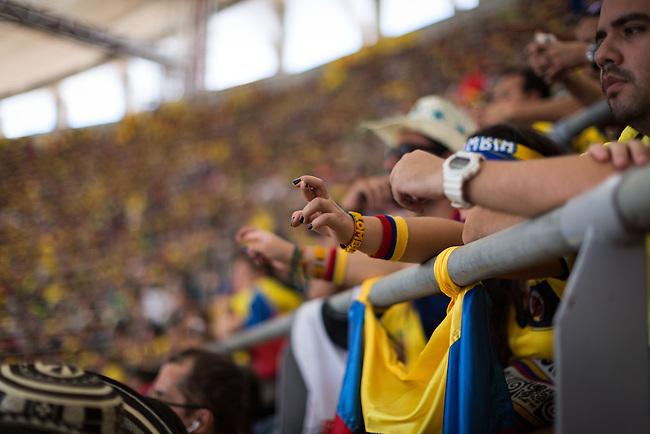 Hinchas de la Seleccion Colombia ven desde la tribuna del estadio Man&eacute; Garrincha el partido contra Costa de Marf&iacute;l. Brasilia el 19 Junio 2014. <br /> <br /> Lorenzo Moscia/Archivolatino<br /> <br /> lCOPYRIGHT: Archivolatino<br /> Solo para uso editorial, prohibida su venta y su uso comercial.eccion Colombia en Brasilia<br /> <br /> lCOPYRIGHT: Archivolatino<br /> Solo para uso editorial, prohibida su venta y su uso comercial.eccion Colombia en Brasilia