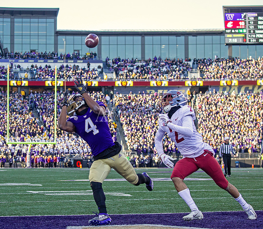 Terrell Bynum hauls in a 16 yard pass from Jacob Eason for a touchdown.