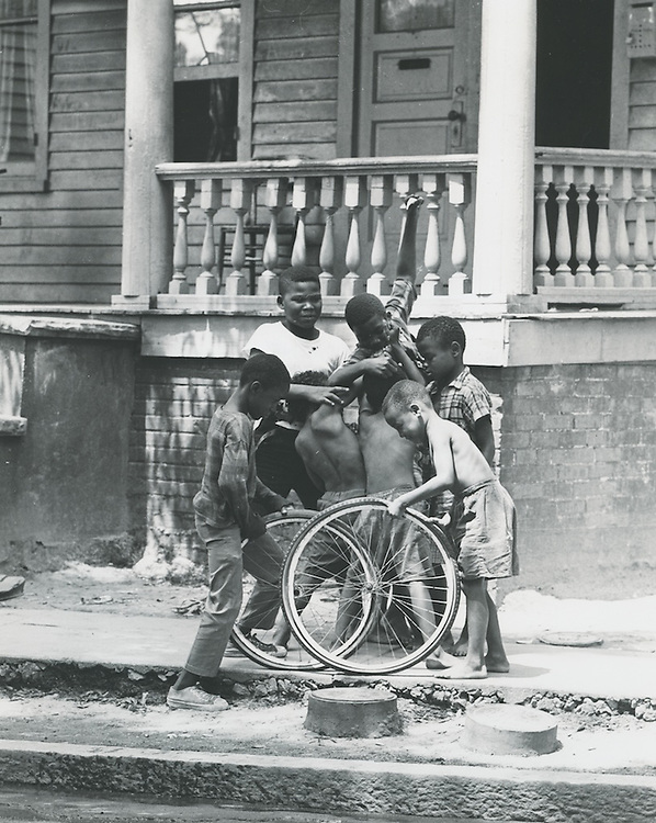 1968 July 15..Historical.E Ghent North (A-1-2)..Kids playing in street in East Ghent..Dennis Winston.NEG# DRW 68-16-23.NRHA#..
