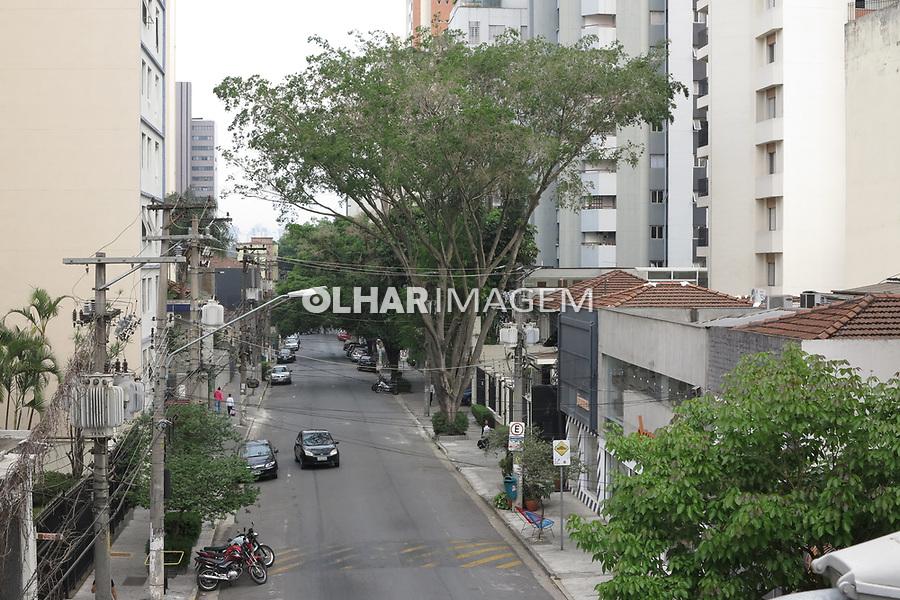 Rua residencial. bairro de Pinheiros. Sao Paulo.2017. Foto Juca Martins.