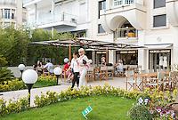 France, Provence-Alpes-Côte d'Azur, Cannes: Café and Giorgio Armani shop at the famous Boulevard de la Croisette   Frankreich, Provence-Alpes-Côte d'Azur, Cannes: Café und Giorgio Armani Geschaeft auf dem Boulevard de la Croisette