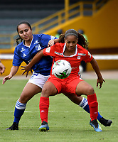 BOGOTÁ-COLOMBIA, 08-09-2019: Viviana Acosta de Millonarios y Giselda Robledo de América de Cali disputan el balón, durante partido entre Millonarios y el América de Cali de ida de las semi finales por la Liga Águila Femenina 2019 jugado en el estadio Nemesio Camacho El Campín de la ciudad de Bogotá. / Viviana Acosta of Millonarios and Giselda Robledo of America de Cali figth for the ball, during a match between Millonarios and America de Cali of the semifinals for the 2019 Women's Aguila League played at the Nemesio Camacho El Campin Stadium in Bogota city, Photo: VizzorImage / Luis Ramírez / Staff.