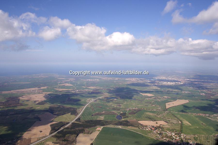 4415/Seewindkonvergenz:DEUTSCHLAND, MECKLENBURG-VORPOMMERN,  20.04.2005: Seewindkonvergenz bei Wismar, Wolke, Seewind