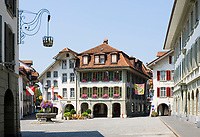 CHE, Schweiz, Kanton Bern, Berner Oberland, Thun: Altstadt mit Hotel Metzgern, Ratsstuebli und Burgerhaus am Rathausplatz | CHE, Switzerland, Bern Canton, Bernese Oberland, Thun: Old Town with hotel Metzgern, Ratsstuebli and Burgerhaus at Townhall Square