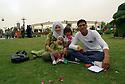 Iraq  2015<br />A young couple, Helil and Sihem with their 2 daughters in Minaret park in Erbil. They are refugee Kurds from Syria ( Rojava ) <br />Irak 2015 <br />Un jeune couple de r&eacute;fugi&eacute;s kurdes syriens ( Rojava ) avec leurs petites filles dans un parc d'Erbil