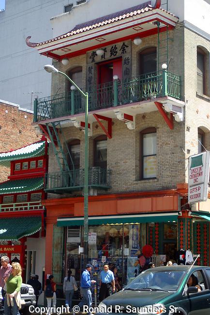 SAN FRANCISCO CHINATOWN: street corner