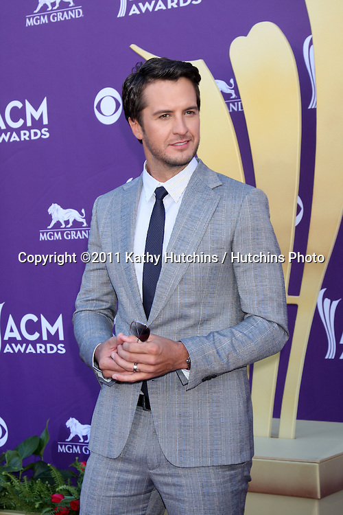 LAS VEGAS - APR 1:  Luke Bryan arrives at the 2012 Academy of Country Music Awards at MGM Grand Garden Arena on April 1, 2010 in Las Vegas, NV.