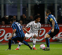 Calcio, Serie A: Inter vs Juventus. Milano, stadio San Siro, 18 ottobre 2015. <br /> Juventus&rsquo; Juan Cuadrado, left, is challenged by FC Inter's Gary Medel, left, and Mauro Icardi, during the Italian Serie A football match between FC Inter and Juventus, at Milan's San Siro stadium, 18 October 2015.<br /> UPDATE IMAGES PRESS/Isabella Bonotto