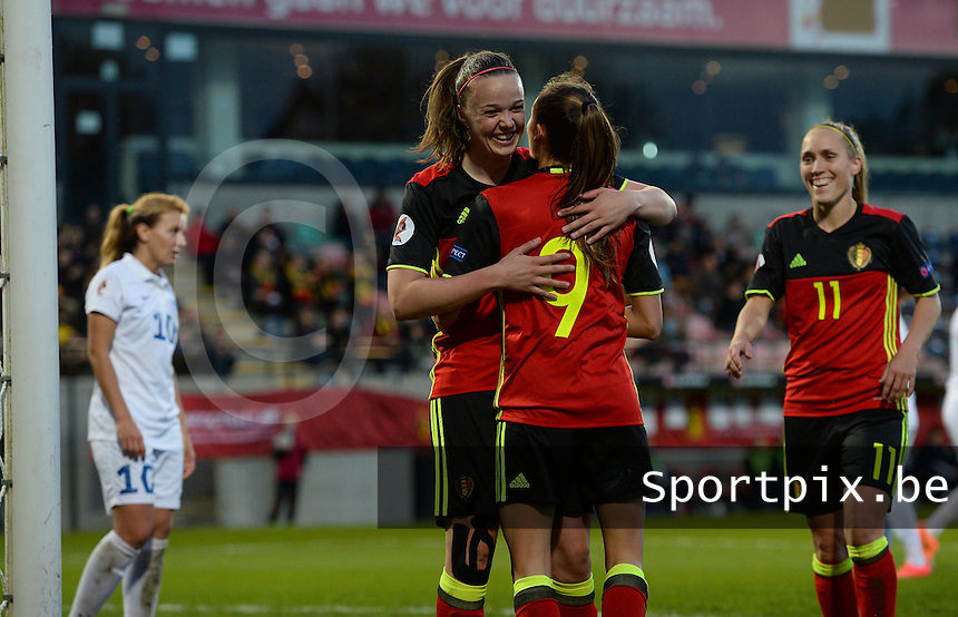 20160412 - LEUVEN ,  BELGIUM : Belgian team pictured celebrating their goal and the 3-0 lead during the female soccer game between the Belgian Red Flames and Estonia , the fifth game in the qualification for the European Championship in The Netherlands 2017  , Tuesday 12 th April 2016 at Stadion Den Dreef  in Leuven , Belgium. PHOTO SPORTPIX.BE / DAVID CATRY