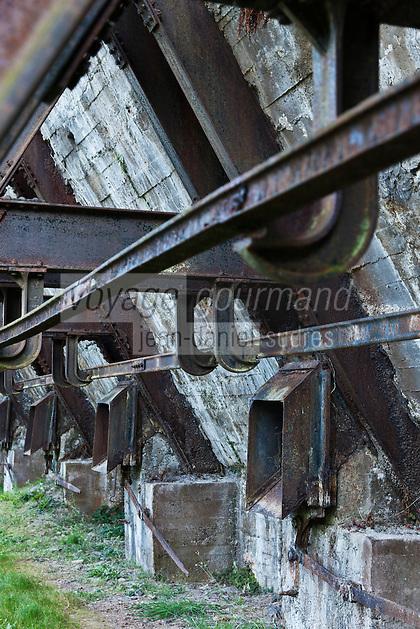 Europe/Espagne/Pays Basque/Guipuscoa/Goierri/Zerain: Complexe minier d'Aizpea: Situé dans la montagne du fer - les fours - Aizpitta, Centre d'Interpretación de las minas : Moderne et interactif, montre au visiteur l'époque où on extrayait le fer.  Les fours de calcination