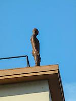 RIO DE JANEIRO, RJ, 31 DE JULHO 2012 - ESTATUAS NO ALTO DOS PRÉDIOS NO CENTRO DA CIDADE DO RIO DE JANEIRO.<br /> Nesta terça feira (31) várias estatuas no alto de predios divulgam a exposiçao Corpos Presentes, do artista plastico Britanico Antony Gormley para a sua expo no Centro Cultural Banco do Brasil (CCBB) situada na Rua Primeiro de Março no centro da cidade.<br /> FOTO RONALDO BRANDAO/BRAZIL PHOTO PRESS