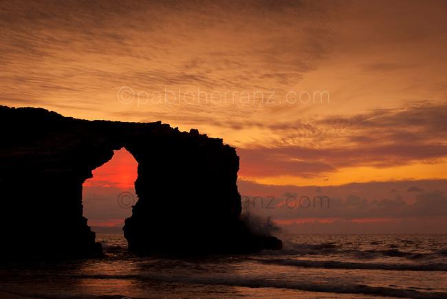 Rato; O Rato -Ribadeo-. Arco rocoso de la Playa de las Catedrales