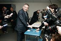 Francois Bayrou .22/04/2012  Pau -  Voto del candidato del partito centrista MoDem, per le elezioni presidenziali..Foto Insidefoto / Marineau / Panoramic .ITALY ONLY