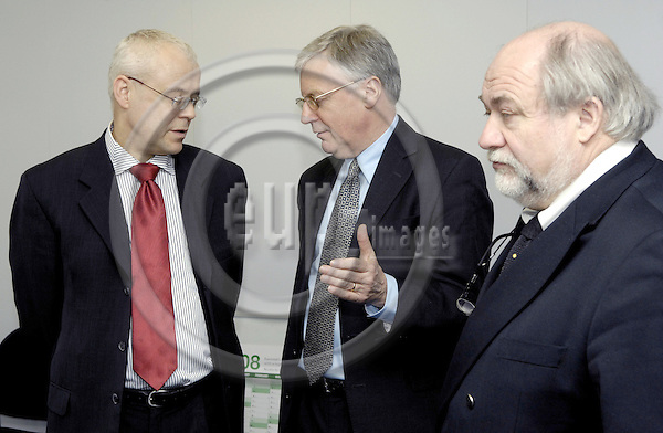 Brussels-Belgium - 08 April 2008---Vladimir SPIDLA (le), European Commissioner in charge of Employment, Social Affairs and Equal Opportunities, receives John MONKS (ce), ETUC General Secretary (European Trade Union Confederation) and Joel (Joël) DECAILLON (ri), ETUC Confederal Secretary---Photo: Horst Wagner / eup-images