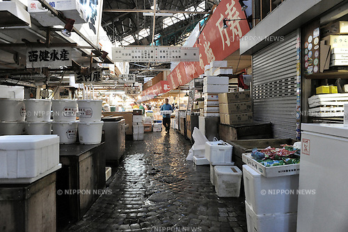 (FILE) November 10, 2012, Tokyo, Japan - The bustling Tsukiji Market, officially called Tokyo Metropolitan Central Wholesale Market, is the largest wholesale fish and seafood market in the world. Although best known for its seafood, the market also sells vegetables, fruit, beef and poultry. It handles more than 400 different types of seafood and employes more than 60,000 people. Together with two other Tokyo wholesale markets Tsukiji Market handles an incredible 675,000 tons of marine products a year...The first fish market in Tokyo was established near the Nihonbashi bridge, starting point of the important Tokaido road connecting Tokyo with Kyoto. After the market was leveled by the Great Kanto earthquake in 1923, it was relocated to the Tsukiji district, nearby Tokyo's famed Ginza Avenue. A modern market was completed here in 1935 and is still used today. But not much longer. In 2014 the market is slated to be moved to new facilities on reclaimed land in Tokyo Bay. (Kjeld Duits/AFLO)