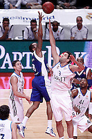 Real Madrid's Felipe Reyes (r) and Mapooro Cantu's Jerry Smith during Euroleague 2012/2013 match.November 1,2012. (ALTERPHOTOS/Acero) /NortePhoto