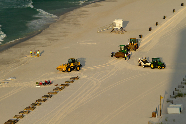 Oil clean up on Pensacola beach
