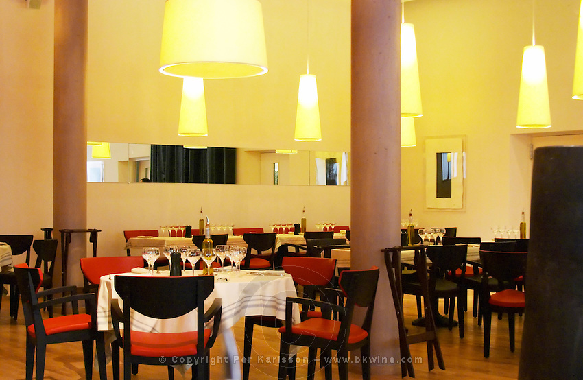 View of the dining room with tables., the restaurant Blanc Le Bistrot in Toulon, very design art-deco Toulon Var Cote d'Azur France