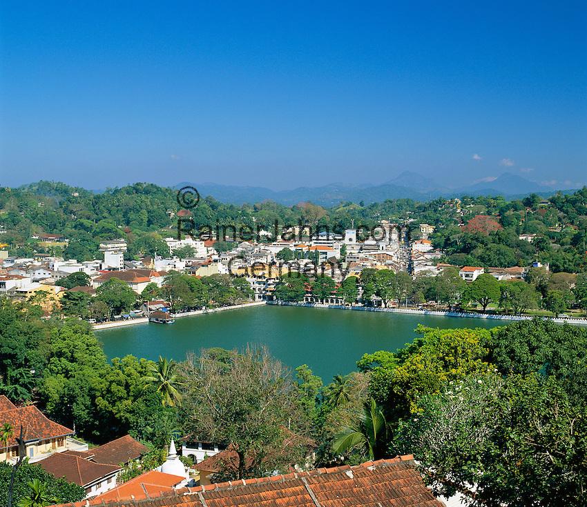 Sri Lanka, Kandy: view over town and Kandy Lake | Sri Lanka, Kandy: Stadtansicht und der Kandy Lake