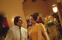 INDIEN Bombay , Bollywood Filmproduktion Baghban mit Superstar Amitabh Bachchan und Hema Malini in einem Filmstudio in der Filmcity Goregoan / INDIA Mumbai Bombay, Bollywood, film set for Baghban in studio in filmcity Goregoan with movie star Amitabh Bachchan and Hema Malini