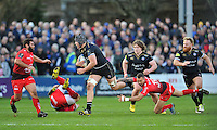 Charlie Ewels of Bath Rugby goes on the attack. European Rugby Champions Cup match, between Bath Rugby and RC Toulon on January 23, 2016 at the Recreation Ground in Bath, England. Photo by: Patrick Khachfe / Onside Images