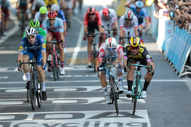 Caleb Ewan (AUS) Lotto-Soudal just pips Dylan Groenewegen (NED) Team Jumbo-Visma by centimetres for the sprint finish of Stage 11 of the 2019 Tour de France running 167km from Albi to Toulouse, France. 17th July 2019.<br /> Picture: Colin Flockton | Cyclefile<br /> All photos usage must carry mandatory copyright credit (© Cyclefile | Colin Flockton)