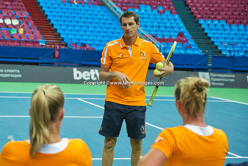 Moskou, Russia, Februari 4, 2016,  Fed Cup Russia-Netherlands,  Dutch team practise,  Captain Paul Haarhuis (M) explains <br /> Photo: Tennisimages/Henk Koster