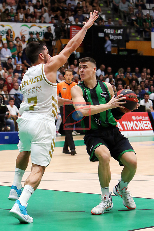 Liga ENDESA 2019/2020. Game: 01.<br /> Club Joventut Badalona vs Real Madrid: 69-88.<br /> Facundo Campazzo vs Nenad Dimitrijevic.