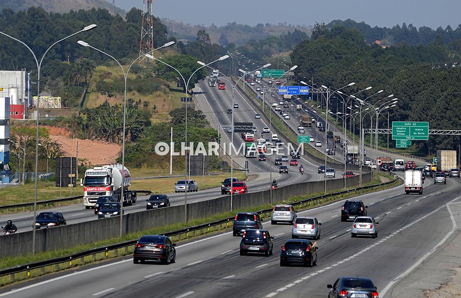 Veiculos na rodovia Castelo Branco SP-280, São Roque , Sao Paulo. 2017. Foto de Daniel Cymbalista.