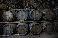 Botti per invecchiamento whisky, barrels, Distilleria whisky, la fase di invecchiamento in botte<br />