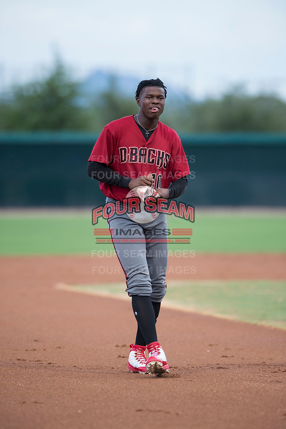 AZL Diamondbacks center fielder Kristian Robinson (10) between innings of an Arizona League game against the AZL White Sox at Camelback Ranch on July 12, 2018 in Glendale, Arizona. The AZL Diamondbacks defeated the AZL White Sox 5-1. (Zachary Lucy/Four Seam Images)