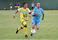MONTERIA - COLOMBIA, 08-09-2018:  Elvis Gonzalez (Der) jugador de Jaguares FC disputa el balón con Alex Castro (Izq) jugador de Alianza Petrolera durante partido por la fecha 9 de la Liga Águila II 2018 jugado en el estadio Municipal de Montería. / Elvis Gonzalez (R) player of Jaguares FC vies for the ball with Alex Castro (L) player of Alianza Petrolera during a match for the date 9 of the Liga Aguila II 2018 at the Municipal de Monteria Stadium in Monteria city. Photo: VizzorImage / Andres Felipe Lopez / Cont