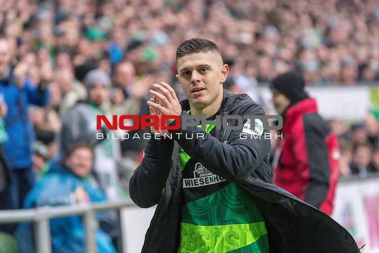 10.02.2019, Weser Stadion, Bremen, GER, 1.FBL, Werder Bremen vs FC Augsburg, <br /> <br /> DFL REGULATIONS PROHIBIT ANY USE OF PHOTOGRAPHS AS IMAGE SEQUENCES AND/OR QUASI-VIDEO.<br /> <br />  im Bild<br /> <br /> Milot Rashica (Werder Bremen #11)<br /> Verletzung / verletzt / Schmerzen<br /> <br /> Auswechslung<br /> <br /> Foto © nordphoto / Kokenge